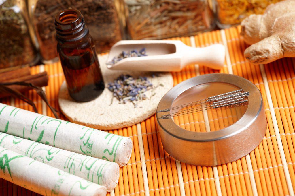 Wie Akupunktur und TCM sehr gut bei der Schmerztherapie helfen
