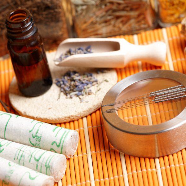 Akupunktur und TCM-Methoden werden in der Naturheilpraxis Jahn aus Frankfurt gezielt gegen Schmerzen eingesetzt.