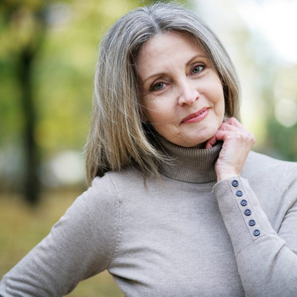 Ein fittes Gehirn kann man bis ins hohe Alter behalten. Die richtigen Vitamine helfen dabei.